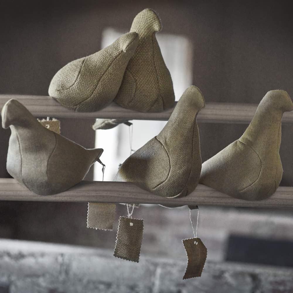 Flax pigeon by Christien meindertsma, Thomas Eyck.