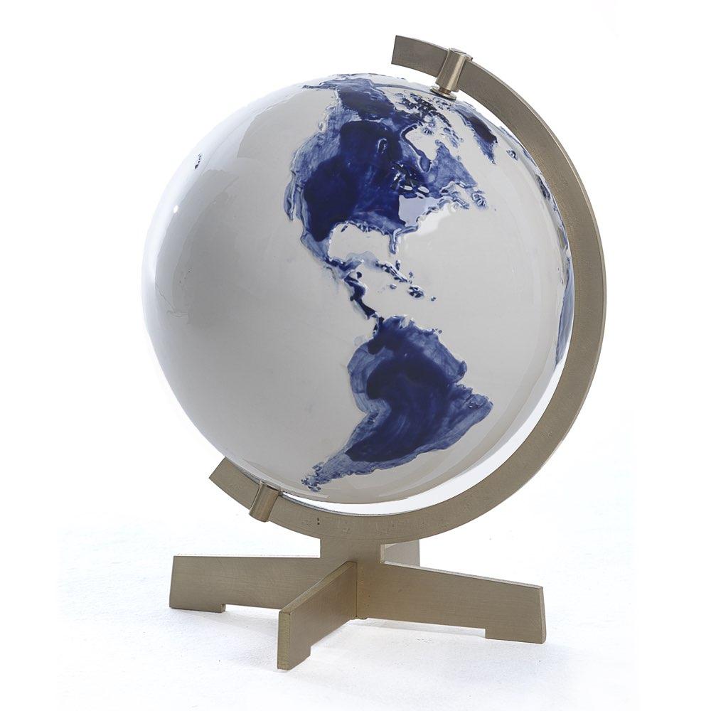 Earth in blue by Alex de Witte, Cor Unum.